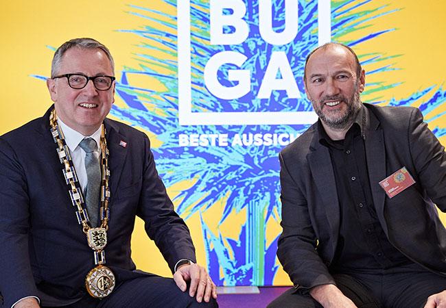 Das Bild zeigt Oberbürgermeister Dr. Kurz und Michael Schnellbach. Im Hintergrund ist das auf dem Neujahrsempfang am 06. Januar 2020 neu vorgestellte Logo der BUGA zu sehen.